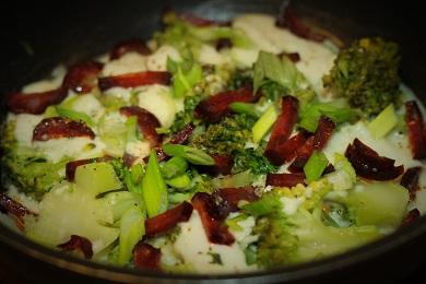 Brokolicová omeleta s klobásou