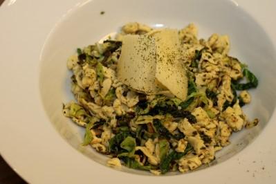 Bezsacharidové těstoviny s bazalkovým pestem a kapustou (bezlepkové)